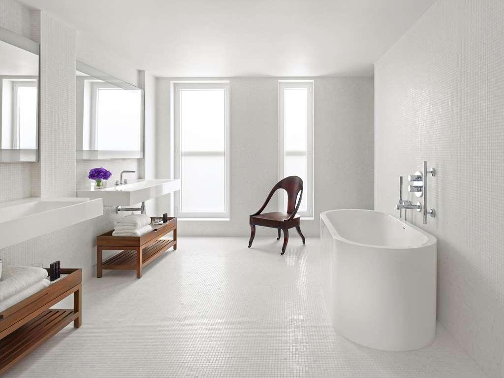 The London EDITION - PENTHOUSE Bathroom