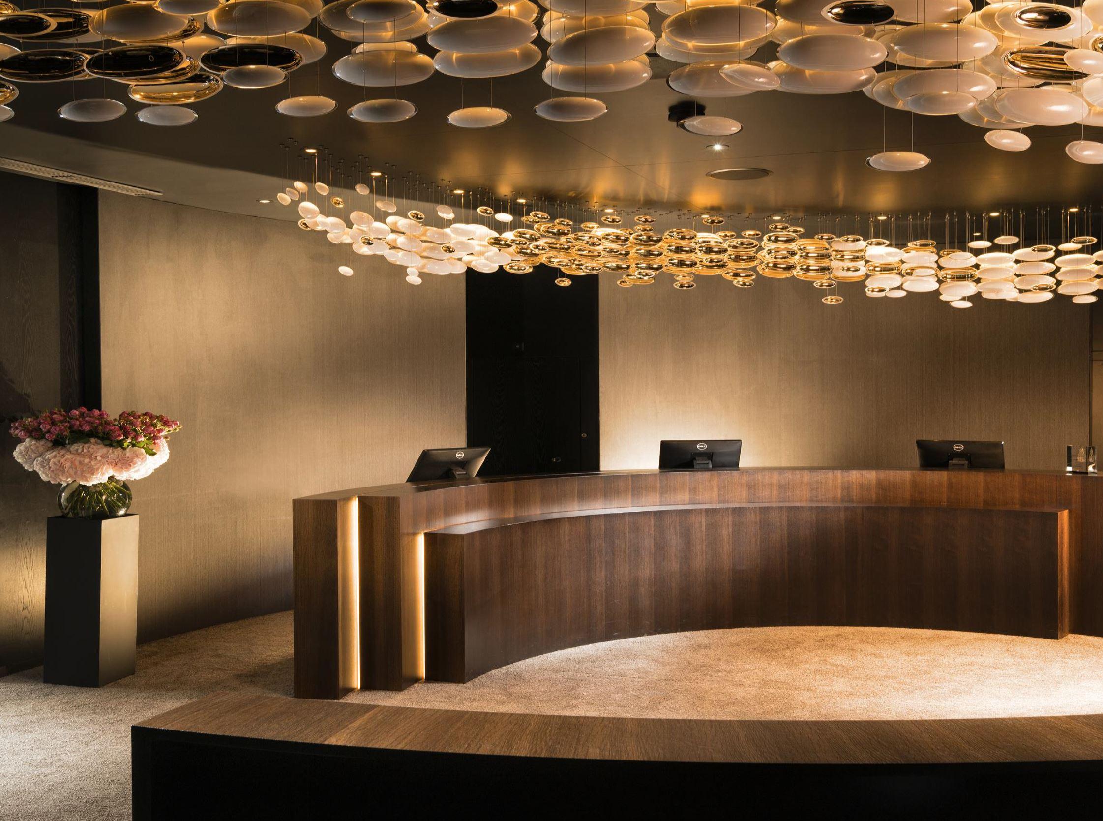 7132 Hotel Lobby